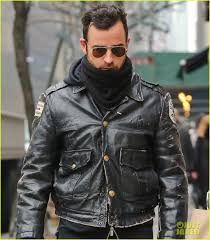 justin theroux stays warm in chicago police 02