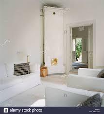 Ein Kachelofen Im Wohnzimmer Stockfoto Bild 280489168 Alamy