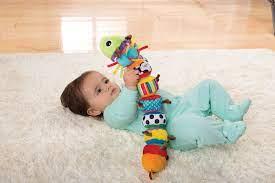 Cho thuê đồ chơi cho bé Hà Nội: Trẻ 6 tháng cần gì để phát triển toàn diện?