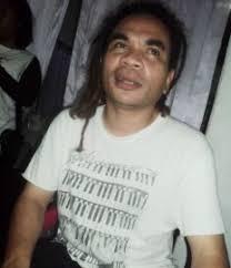 Anda tentu mengenal Ivan Nestorman. Musisi nasional kelahiran Manggarai yang sudah terkenal konsisten mengembangkan musik etnik NTT di kancah nasional, ... - Ivan_Nestorman