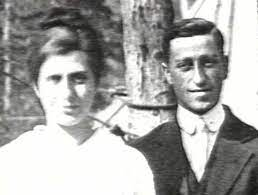 File:Harold and Aimee Semple McPherson.jpg - Wikipedia