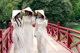 Nón lá Việt Nam biểu tượng đặc sắc của người Việt.