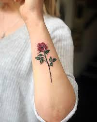 Body tattoos tattoo arm frau rose mit geometrischen. Rosen Tattoo Rosenranke Bedeutung Ideen Und Vorlagen