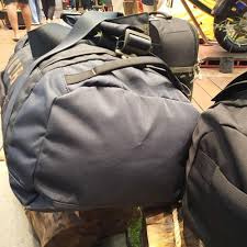 Eiger merupakan produk asli indonesia yang berkualitas dengan 3 kategori produk utama yang didesain khusus untuk berbagai kegiatan petualangan anda, yaitu. Tas Eiger Avenue Duffle 60l Travel Bag Navy 91000 4612 Original Keren Lazada Indonesia