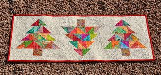 Christmas Table Runner Patterns Mesmerizing Table Runners Finished And Some Photo Impressions Skalabara Quilts