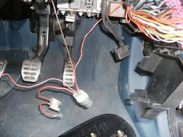 the audi tt forum • view topic mk1 tt fuse box the top right corner is the back of the fusebox it s not a busbar it s a bunch of wires in out at the top centre of the pic you can