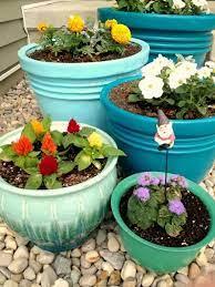 spray paint flowers plastic plant pots