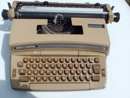 Machines à écrire Images?q=tbn:ANd9GcSRJ-ow1AMxgmoQTjXKgWQM13vFh6b-v2YOaAayq1NdE4anzhQS6g