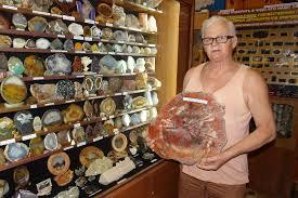 В Крыму слесарь собрал уникальную <b>коллекцию минералов</b> ...