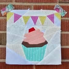 Cupcake paper pieced block | Craftsy & Cupcake Adamdwight.com