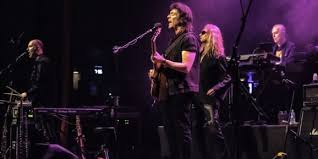 Steve Hackett Carries The <b>Genesis</b> Legacy With Exceptional Turn of ...