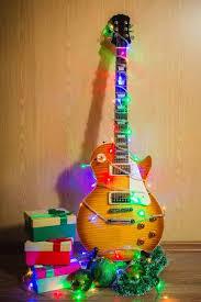 E Gitarre Mit Beleuchteten Girlande Auf Dunklem Hintergrund