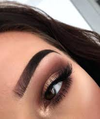 maroon makeup eyes with light color shade prom