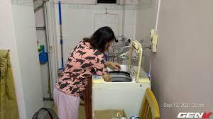 Giặt máy cửa trên làm quần áo