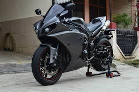 yamaha r1 for sale. perhatikan juga accessories / spec yang nempel di motor. buka harga rp 208 juta nego, nawar bawah 203 anggap up saja. yamaha r1 for sale