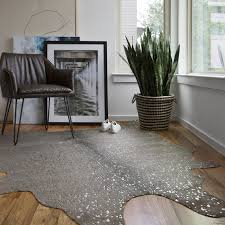 Clayton Graphite/ Silver Faux Cowhide Rug (5' x 6'6) - Free Shipping Today  - Overstock.com - 22898163