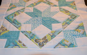 straight line quilting | Ties That Bind Quilting & Now that I had everything quilted, it was really quick and easy to sew the  two halves together and make my pillow! Adamdwight.com