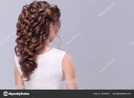 ファッション結婚式髪型 灰色の背景に美しい花嫁若いゴージャスな
