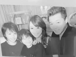 渡辺美奈代子ども達が幼かった頃の家族写真を公開ステキなご夫婦