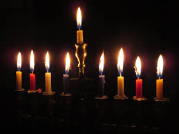 does give gifts to the jewish kids who celebrate hanukkah