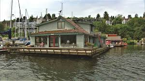 The Sleepless In Seattle Houseboat Is Arguably The Most Famous Houseboat Of  All Time! From The Outside It Might Look The Same, But If You Take A Look  Inside ...