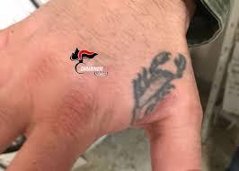 Napoli Rapinatori Seriali Traditi Da Un Tatuaggio Erano Il Terrore