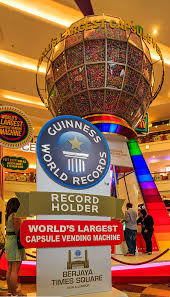 World's Best Vending Machines Beauteous FileKualaLumpur Malaysia Worldslargestcapsulevendingmachine48