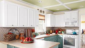 kitchen moldings:  kitchenwithcabinetcrownmoulding hero