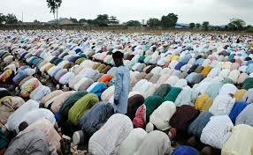 Hasil carian imej untuk jumaat pray croud