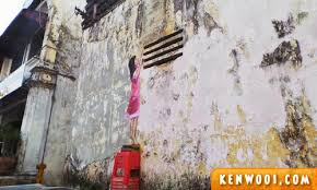 ipoh wall art mural girl on mural wall art ipoh with 7 ipoh wall art murals by ernest zacharevic kenwooi
