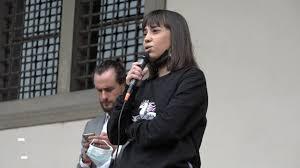 Malika Ayane insulti sui social perché confusa con Malika Chalhy - la  Repubblica