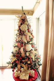 Christmas tree with plaid decor and oversized textural ornaments