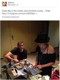 Piccolo Sala Registrazione : Shakira porta il piccolo milan in sala di registrazione social