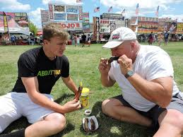 We try to eat as many ribs as we can': Naperville Ribfest turns 30 -  Chicago Tribune