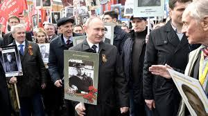 Владимир Путин президент Российской Федерации Новости Президент РФ Владимир Путин с портретом своего отца фронтовика Владимира Спиридоновича