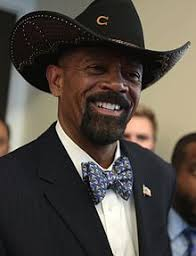 Wikipedia David Clarke sheriff David Clarke q0HwIw