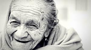 L'effetto di positività nella vecchiaia: ecco perché gli anziani sono più  felici (Parte II) | Il Giardino della Cultura