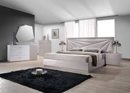 Bedroom: White Contemporary Bedroom Set