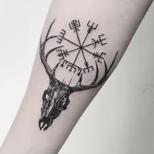 Vegvisir рунический компас и череп оленя тату вегвизир