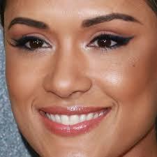 grace gealey cat eyeliner makeup close 1