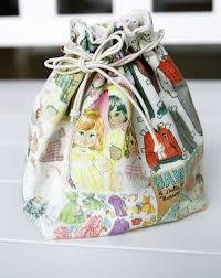 small lined drawstring fabric gift bag pattern diy tutorial in pictures
