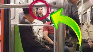 Gay tocando bulto en el metro