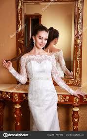 豪華なウェディング ドレス スタジオ ポートレートのファッション花嫁