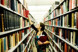 Реферат и курсовая работа как средство формирования критического  Конечно каждый выпускник после вручения диплома не становится ученым но навыки работы с научным