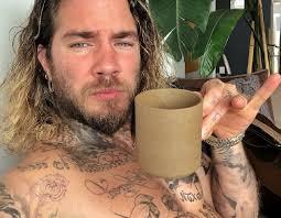 жизнь розы тату мастер сделал серию татуировок 70 людям видео