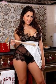 Erotic Valentina Nappi masturbating her juicy pussy while cooking.