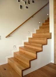 Betontreppe belegt mit europäischen ahorntrittstufen treppe mit stufen aus naturfarbener buche sowie weiß lackierten wangen und geländer. Treppen Homify