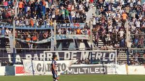 Deportivo Merlo su hinchada sigue alentado ganes o pierdas - YouTube