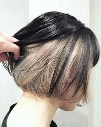 インナーカラー黒髪で遊び心あるオシャレなトレンドヘアにショート