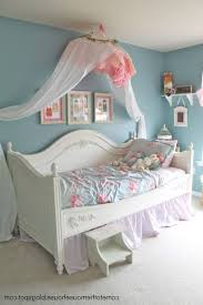 Shabby Chic Bedroom Lamps Shabby Chic Bedrooms On A Budget Wooden Platform Bed With Storage